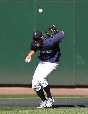 SEATTLE - JULY 24:  Right fielder Ichiro Suzuki #51 of the Seattle Mariners makes a behind-the-back catch during batting practice prior to the game against the Boston Red Sox at Safeco Field on July 24, 2010 in Seattle, Washington. (Photo by Otto Greule J