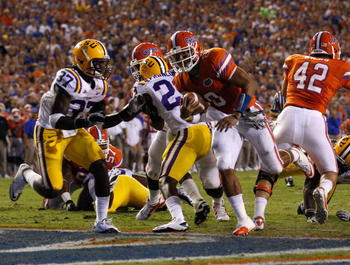 GAINESVILLE, FL - OCTOBER 09:  Quarterback Trey Burton #8 of the Florida Gators runs for a touchdown during the game against the Louisina State University Tigers at Ben Hill Griffin Stadium on October 9, 2010 in Gainesville, Florida.  (Photo by Sam Greenw
