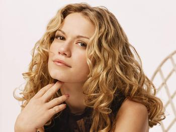 Bethany_joy_galeotti_face_desktop_wallpaper_18405_display_image