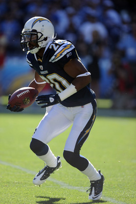 SAN DIEGO, CA - DECEMBER 12:  Antoine Cason #20 of the San Diego Chargers returns a kick during the game against the Kansas City Chiefs at Qualcomm Stadium on December 12, 2010 in San Diego, California.  (Photo by Harry How/Getty Images)