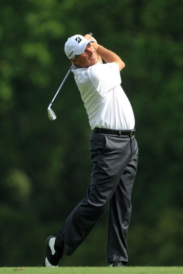 AUGUSTA, GA - APRIL 08:  Fred Couples watches a shot on the fifth hole during the second round of the 2011 Masters Tournament at Augusta National Golf Club on April 8, 2011 in Augusta, Georgia.  (Photo by David Cannon/Getty Images)