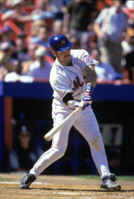17 Aug 2000:  Catcher Mike Piazza #31 of the New York Mets takes a swing at the ball during the game against the Colorado Rockies at Shea Stadium in Flushing, New York. The Mets defeated the Rockies 2-1.Mandatory Credit: Jamie Squire  /Allsport