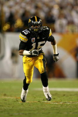 MIAMI GARDENS, FL - JANUARY 05:  Wide receiver Derrell Johnson-Koulianos #15 of the Iowa Hawkeyes runs a pattern on offensie against the Georgia Tech Yellow Jackets during the FedEx Orange Bowl at Land Shark Stadium on January 5, 2010 in Miami Gardens, Fl
