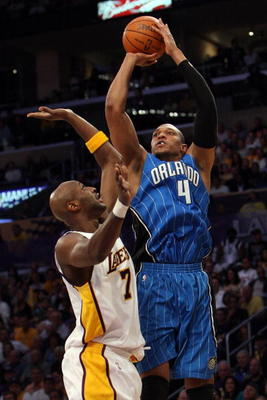 LOS ANGELES, CA - JUNE 07:  Tony Battie #4 of the Orlando Magic shoots over Lamar Odom #7 of the Los Angeles Lakers in the first half of Game Two of the 2009 NBA Finals at Staples Center on June 7, 2009 in Los Angeles, California. NOTE TO USER: User expre