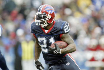 ORCHARD PARK, NY - DECEMBER 24:  Willis McGahee #21 of the Buffalo Bills carries the ball during the game agianst the Tennessee Titans on December 24, 2006 at Ralph Wilson Stadium in Orchard Park, New York. The Titans defeated the Bills 30-29. (Photo by R