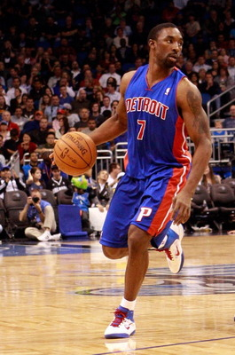 ORLANDO, FL - JANUARY 24:  Ben Gordon #7 of the Detroit Pistons sets up a play during the game against the Orlando Magic at Amway Arena on January 24, 2011 in Orlando, Florida.  NOTE TO USER: User expressly acknowledges and agrees that, by downloading and