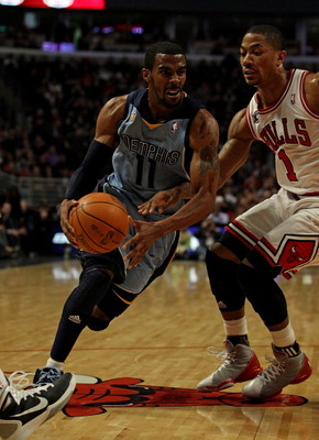CHICAGO, IL - MARCH 25: Mike Conley #11 of the Memphis Grizzlies drives to the basket against Derrick Ros #1 of the Chicago Bulls at the United Center on March 25, 2011 in Chicago, Illinois. The Bulls defeated the Grizzlies 99-96. NOTE TO USER: User expre
