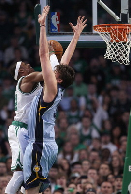 BOSTON, MA - MARCH 23:  Paul Pierce #34 of the Boston Celtics takes a shot as Marc Gasol #33 of the Memphis Grizzlies defends on March 23, 2011 at the TD Garden in Boston, Massachusetts.  NOTE TO USER: User expressly acknowledges and agrees that, by downl