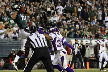 PHILADELPHIA, PA - DECEMBER 28: Clay Harbor #82 of the Philadelphia Eagles catches a touchdown pass agianst Jamarca Sanford #33 of the Minnesota Vikings at Lincoln Financial Field on December 28, 2010 in Philadelphia, Pennsylvania. (Photo by Jim McIsaac/G
