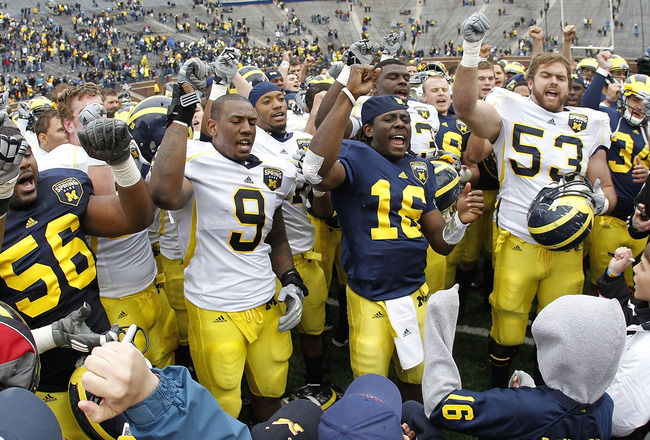 ANN ARBOR, MI - APRIL 16: Denard Robinson #16 of the Michigan Wolverines leads the a cheer at the end of the annual Spring Game at Michigan Stadium on April 16, 2011 in Ann Arbor, Michigan.  (Photo by Leon Halip/Getty Images)