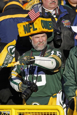 GREEN BAY, WI - FEBRUARY 08:  Green Bay Packer fan Steve Tate waits for the players to enter Lambeau Field during the Packers victory ceremony on February 8, 2011 in Green Bay, Wisconsin.  (Photo by Matt Ludtke/Getty Images)