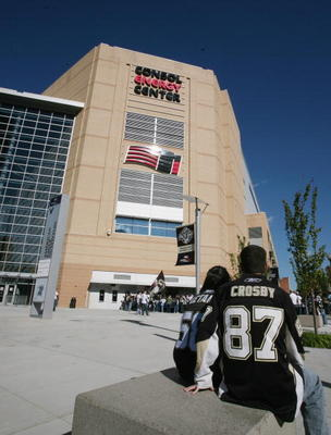 PITTSBURGH - OCTOBER 07: Pittsburgh Penguins fans wait for game time prior to the arena opening game against the Philadelphia Flyers at the Consol Energy Center on October 7, 2010 in Pittsburgh, Pennsylvania.  (Photo by Bruce Bennett/Getty Images)