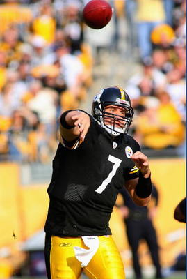 PITTSBURGH - NOVEMBER 15:  Ben Roethlisberger #7  of the Pittsburgh Steelers throws a pass against the Cincinnati Bengals at Heinz Field on November 15, 2009 in Pittsburgh, Pennsylvania.  (Photo by Rick Stewart/Getty Images)