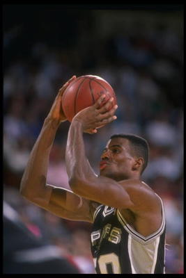 1989-1990:  Center David Robinson of the San Antonio Spurs looks to shoot the ball during a game. Mandatory Credit: Ken Levine  /Allsport Mandatory Credit: Ken Levine  /Allsport