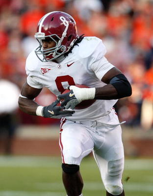 AUBURN, AL - NOVEMBER 27:  Julio Jones #8 of the Alabama Crimson Tide against the Auburn Tigers at Jordan-Hare Stadium on November 27, 2009 in Auburn, Alabama.  (Photo by Kevin C. Cox/Getty Images)