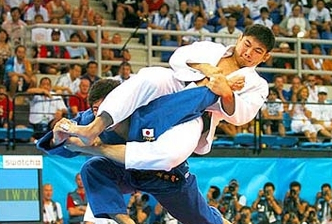 Flying-arm-bar_crop_650x440