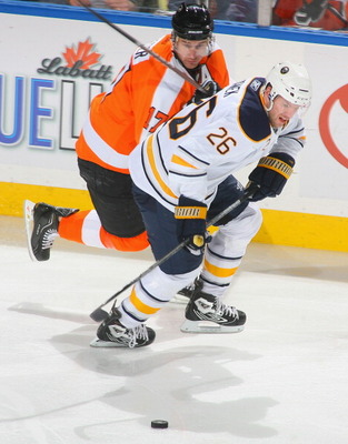 BUFFALO, NY - APRIL 08: Thomas Vanek #26 of the Buffalo Sabres skates against Jeff Carter #17 of the Philadelphia Flyers at HSBC Arena on April 8, 2011 in Buffalo, New York.  (Photo by Rick Stewart/Getty Images)