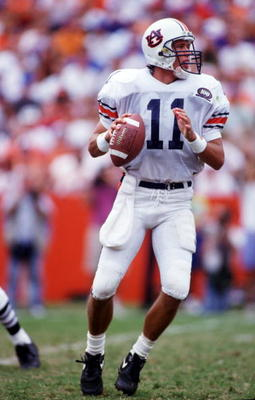 17 Oct 1992: Auburn University QB Stan White fades back to pass against Florida.