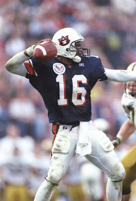 31 Dec 1996:  Quarterback Dameyune Craig of the Auburn Tigers passes the ball during the Independence Bowl against the Army Black Knights in Shreveport, Louisiana. Auburn won the game 32-29. Mandatory Credit: Brian Bahr/Allsport