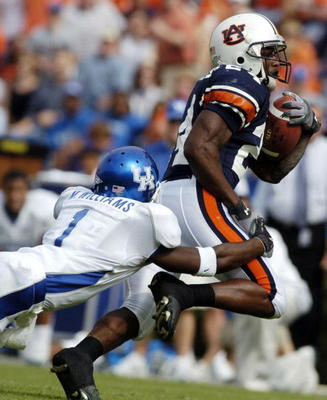 AUBURN, AL - OCTOBER 23:  Carnell Williams #24 of the Auburn Tigers is tackled by Mike Williams #1 of the Kentucky Wildcats on October 23, 2004 at Jordan-Hare stadium in Auburn, Alabama. Auburn defeated Kentucky 41-10.  (Photo by Chris Graythen/Getty Imag