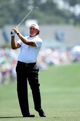AUGUSTA, GA - APRIL 10:  Phil Mickelson watches his approach shot on the first hole during the final round of the 2011 Masters Tournament at Augusta National Golf Club on April 10, 2011 in Augusta, Georgia.  (Photo by Andrew Redington/Getty Images)