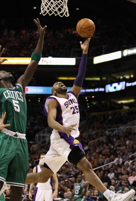 PHOENIX, AZ - JANUARY 28:  Vince Carter #25 of the Phoenix Suns lays up a shot past Kevin Garnett #5 of the Boston Celtics during the NBA game at US Airways Center on January 28, 2011 in Phoenix, Arizona.  The Suns defeated the Celtics 88-71. NOTE TO USER