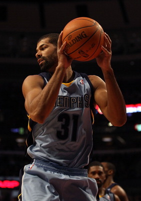 CHICAGO, IL - MARCH 25: Shane Battier #31 of the Memphis Grizzlies grabs a rebound against the Chicago Bulls at the United Center on March 25, 2011 in Chicago, Illinois. The Bulls defeated the Grizzlies 99-96. NOTE TO USER: User expressly acknowledges and