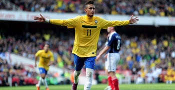 LONDON, ENGLAND - MARCH 27:  Neymar of Brazil celebrates scoring the opening goal during the International friendly match between Brazil and Scotland at Emirates Stadium on March 27, 2011 in London, England.  (Photo by Jamie McDonald/Getty Images)