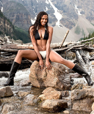 Kim-glass-and-2011-sports-illustrated-swimsuit1_display_image