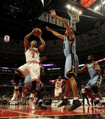 CHICAGO, IL - MARCH 25: Derrick Rose #1 of the Chicago Bulls puts up a shot against Shane Battier #31 of the Memphis Grizzlies at the United Center on March 25, 2011 in Chicago, Illinois. The Bulls defeated the Grizzlies 99-96. NOTE TO USER: User expressl