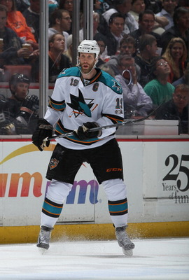 ANAHEIM, CA - APRIL 06:  Joe Thornton #15 of the San Jose Sharks skates against the Anaheim Ducks at Honda Center on April 6, 2011 in Anaheim, California.  (Photo by Jeff Gross/Getty Images)