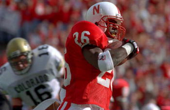 29 OCT 1994:  NEBERASKA I BACK CLINTON CHILDS SCAMPERS INTO THE ENDZONE AS COLORADO INSIDE LINEBACKER MATT RUSSELL, #16, CHASES TO PUT THE CORNHUSKERS UP 17-0 IN THE SECOND QUARTER DURING THEIR 24-7 VICTORY OVER THE COLORADO BUFFALOS. Mandatory Credit: To