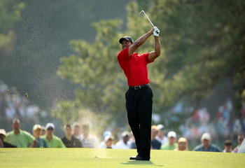 AUGUSTA, GA - APRIL 10:  Tiger Woods hits a shot on the 17th hole during the final round of the 2011 Masters Tournament at Augusta National Golf Club on April 10, 2011 in Augusta, Georgia.  (Photo by Andrew Redington/Getty Images)