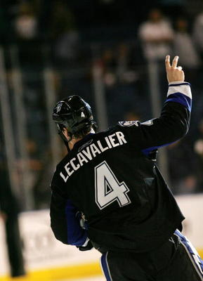 TAMPA, FL - FEBRUARY 12: Vincent Levcavalier #4 of the Tampa Bay Lightning salutes the crowd following his 3-2 win over the Montreal Canadiens at the St. Pete Times Forum on February 12, 2008 in Tampa, Florida. (Photo by Bruce Bennett/Getty Images)