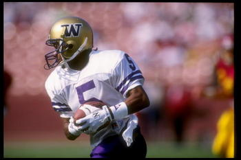 9 Nov 1991: Split end Mario Bailey of the Washington Huskies runs down the field during a game against the Southern California Trojans at the Los Angeles Memorial Coliseum in Los Angeles, California. Washington won the game 14-3.