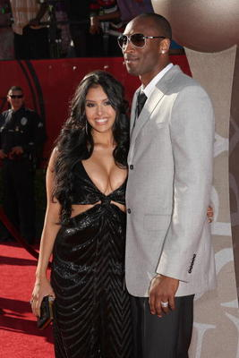 LOS ANGELES, CA - JULY 15:  NBA player Kobe Bryant and wife Vanessa arrive at the 2009 ESPY Awards held at Nokia Theatre LA Live on July 15, 2009 in Los Angeles, California. The 17th annual ESPYs will air on Sunday, July 19 at 9PM ET on ESPN.  (Photo by J