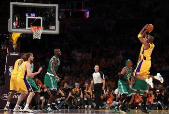LOS ANGELES, CA - JUNE 15:  Kobe Bryant #24 of the Los Angeles Lakers shoots the ball while taking on the Boston Celtics in Game Six of the 2010 NBA Finals at Staples Center on June 15, 2010 in Los Angeles, California.  NOTE TO USER: User expressly acknow
