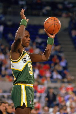 1987:  Xavier McDaniel #34 of the Seattle Supersonics looks to inbound the ball during a game in the 1987-1988 NBA season. (Photo by Otto Greule Jr/Getty Images)