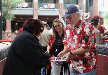 PHOENIX, AZ - APRIL 08:  Baseball fans arrive to the Major League Baseball home opening game between the Cincinnati Reds and the Arizona Diamondbacks at Chase Field on April 8, 2011 in Phoenix, Arizona.  (Photo by Christian Petersen/Getty Images)