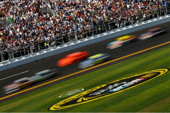 DAYTONA BEACH, FL - FEBRUARY 20:  Cars race during the NASCAR Sprint Cup Series Daytona 500 at Daytona International Speedway on February 20, 2011 in Daytona Beach, Florida.  (Photo by Todd Warshaw/Getty Images for NASCAR)