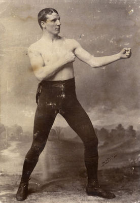 Picture courtesy of www.boxingmemories.com