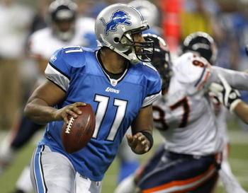 DETROIT - JANUARY 03:  Daunte Culpepper #11 of the Detroit Lions looks to throw a fourth quarter pass while playing the Chicago Bears on January 3, 2010 at Ford Field in Detroit, Michigan. Chicago won the game 23-37.  (Photo by Gregory Shamus/Getty Images