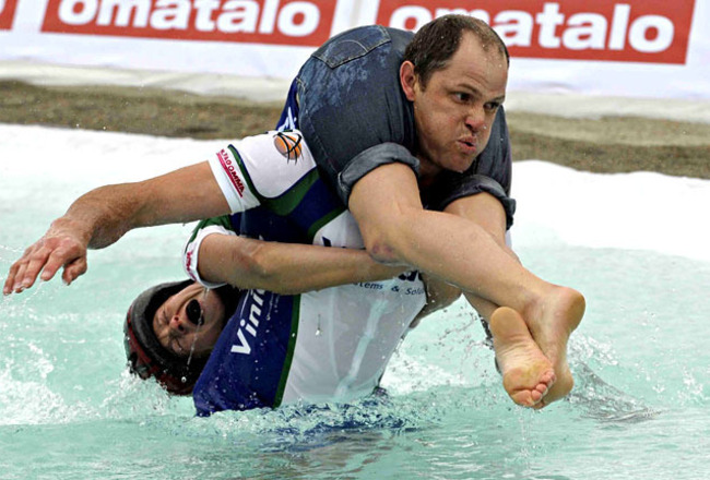 Wife-carrying-competition-200911_crop_650x440