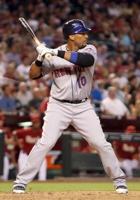 PHOENIX - AUGUST 11:  Gary Sheffield #10 of the New York Mets bats against the Arizona Diamondbacks during the major league baseball game at Chase Field on August 11, 2009 in Phoenix, Arizona. The Diamondbacks defeated the Mets 6-2.  (Photo by Christian P