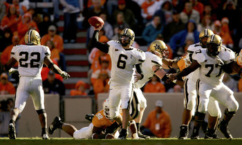 KNOXVILLE, TN - NOVEMBER 19:  Quarterback Jay Cutler #6 of the Vanderbilt Commodores looks for a reciever against the Tennessee Volunteers as the Commodores defeated the Volunteers 28-24 on November 19, 2005 at Neyland Stadium in Knoxville, Tennessee.  (P