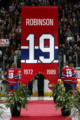 MONTREAL - NOVEMBER 19:  Larry Robinson and players of the Montreal Canadiens raise his #19 up into the rafters during his jersey retirement ceremony before the NHL game of the Montreal Canadiens against the Ottawa Senators at Bell Centre on November 19,