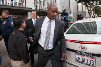 SAN FRANCISCO, CA -APRIL 8:  Former major league baseball player Barry Bonds leaves the Phillip Burton Federal Building and United States Court House for a second time April 8, 2011 in San Francisco, California. The jury is deliberating the case in which