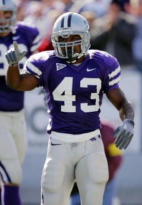 MANHATTAN, KS - OCTOBER 16:  Darren Sproles #43 of the Kansas State Wildcats celebrates his touchdown against the Oklahoma Sooners on October 16, 2004 at KSU Stadium in Manhattan, Kansas. The Sooners won 31-21.  (Photo by Brian Bahr/Getty Images)