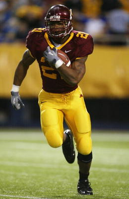 MINNEAPOLIS - OCTOBER 23:  Running back Marion Barber III #21 of Minnesota carries the ball against Illinois at the Hubert H. Humphrey Metrodome on October 23, 2004 in Minneapolis, Minnesota. Minnesota defeated Illinois 45-0. (Photo by Jeff Gross/Getty Im