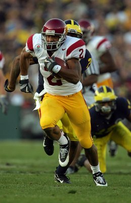 PASADENA, CA - JANUARY 01:  Steve Smith #2 of the USC Trojans carries the ball for a first down, setting up a touchdown during the third quarter of the game with the Michigan Wolverines on January 1, 2007 at the Rose Bowl in Pasadena, California.  The Tro